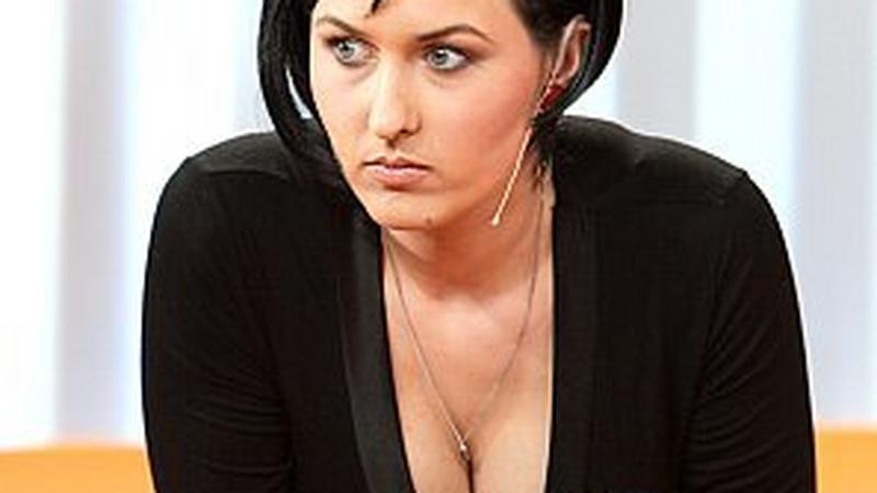 Sara May urodziła - Muzyka