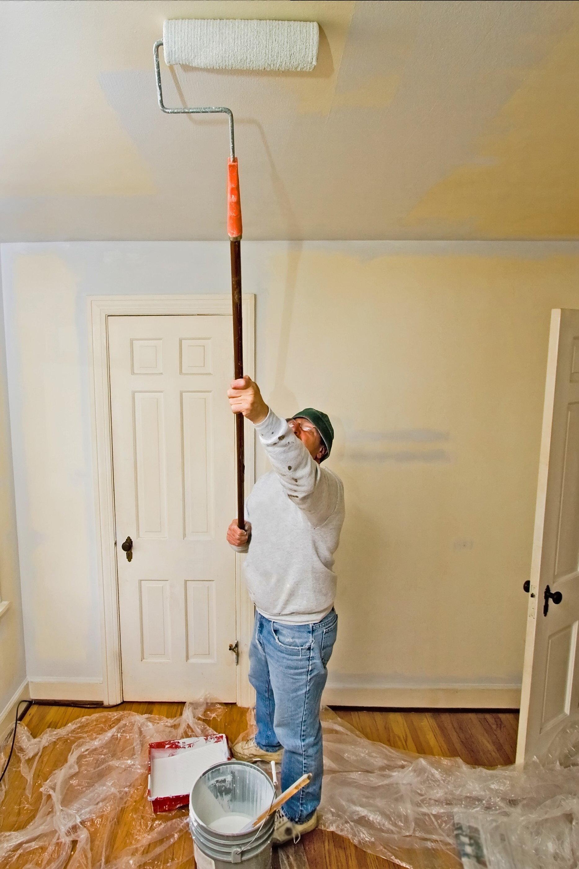 Чем покрасить потолок из гипсокартона