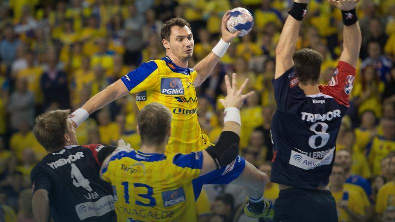 Krzysztof Lijewski (z piłką)