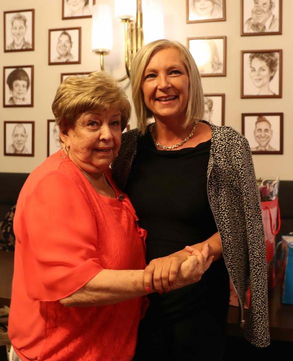 A művésznő lánya, Henriett számára külön öröm, hogy az egész napot édesanyjával tölthette, majd este a színpadon is megnézhette  / Fotó: Pozsonyi Zita