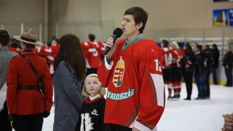 Horváth nem ijedt meg a mikrofontól /Fotó: Hockey Canada