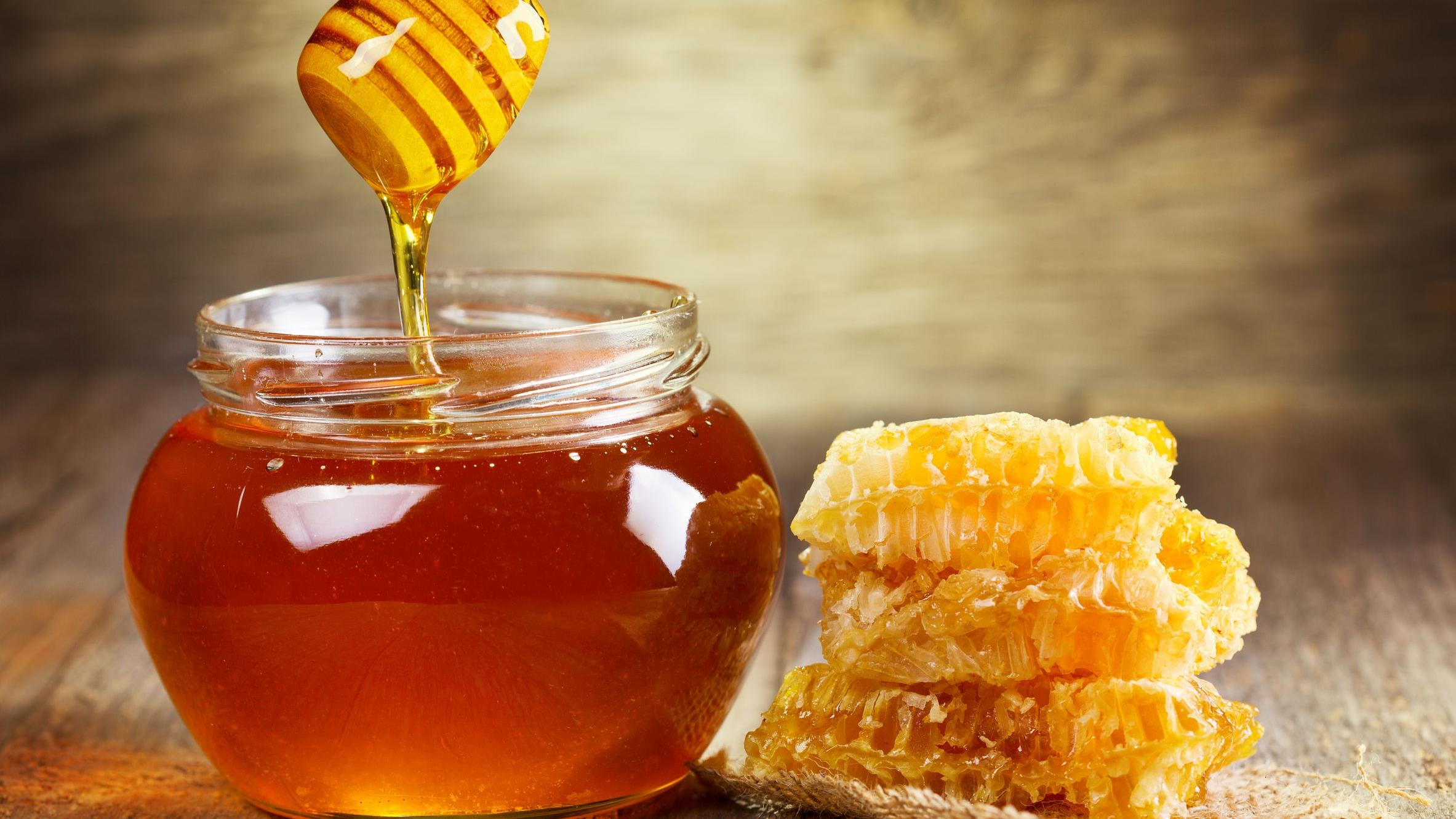 Что дает мёд волосам
