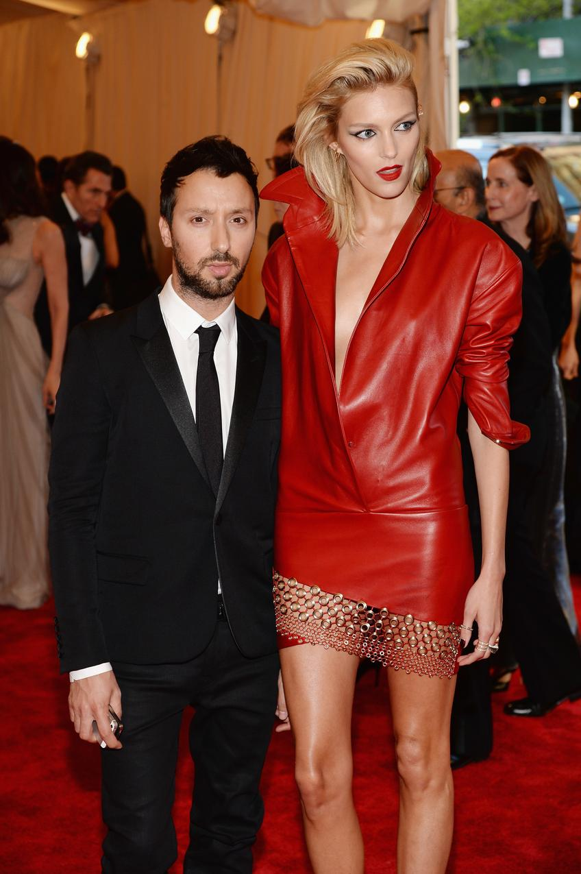 Anthony Vaccarello i Anja Rubik