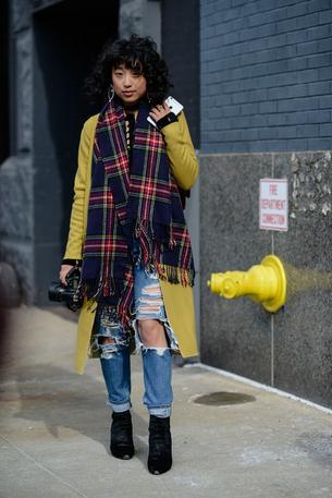 Must have: jeansy z przetarciami i dziurami