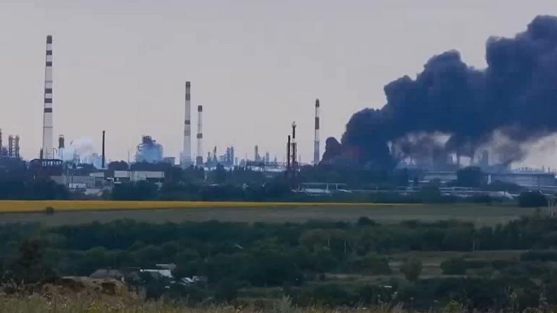 Płonąca rafineria w Lisiczańsku