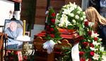 SAHRANJEN BATA ŽIVOJINOVIĆ Manda u suzama: Velimire, zvali smo te bratom, ocem, učiteljem