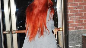 Rihanna w cielistych szpilkach