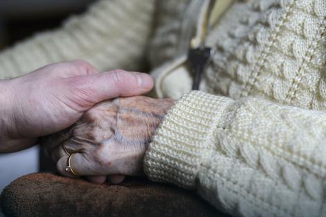 Među otvorenim radnim mestima je i briga za starije ljude