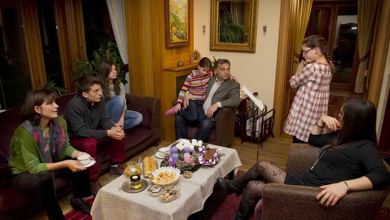 Orbán Viktor pár éve, családi körben. Egy fia és négy lánya van / Fotó: Burger Barna