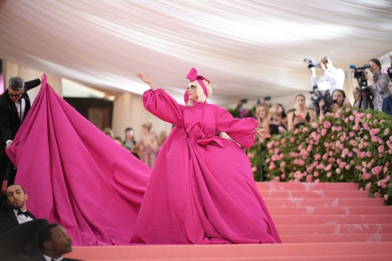 Lady Gaga arrives at the Met Gala 2019 [Credit: Vogue]