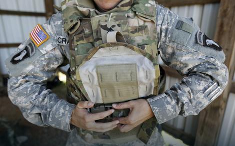 Povratak kući:Pripadnica vojske SAD u Avganistanu uklanja pancir