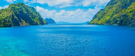 Cud natury - wyspa przepięknych plaż, dżungli i raf koralowych