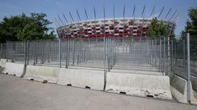 Barierki wokół stadionu PGE Narodowy w Warszawie