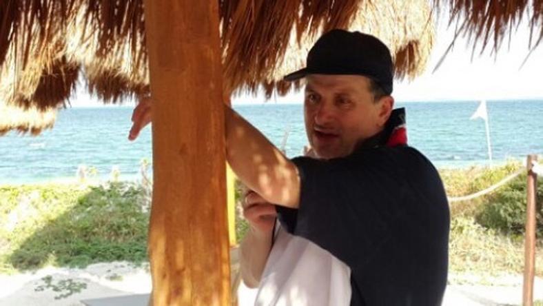 Lajcsi ismerősétől kaptuk a képet, a zenész a mexikói tengerparton látható