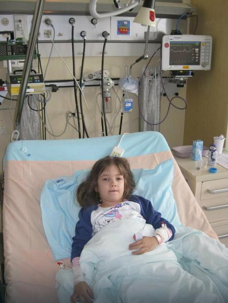 Milion dolara potrebno za novo srce: Tijana Ognjanović Tijana Ognjanović je osmogodišnja devojčica kojoj je hitno potrebna transplatacija srca. Transplatacija srca bi trebalo da se obavi u Hjustonu, a za to je po proceni bolnice potrebno 1.015.000 dolara.  1.001 način ova država nađe da spiska novac, a nijedan da plati srce za Danicu Tijanini školski drugari, roditelji, prijatelji škole i porodice Ognjanović uz pomoć javnih ličnosti (Sergej Ćetković, Aleksandra Radović, Frajle, KK Crvena zvezda), Opštine Rakovica i dobrih ljudi, voljnih da pomognu kako mogu, sakupili su do sada 300.000 evra.  Međutim, devojčici je stanje sve lošije, preti otkazivanje i drugih organa, tako da joj je pomoć svih nas hitno potrebna. U narednim danima planiramo niz humanitarnih akcija, sa ciljem prikupljanja novca za ovu devojčicu.