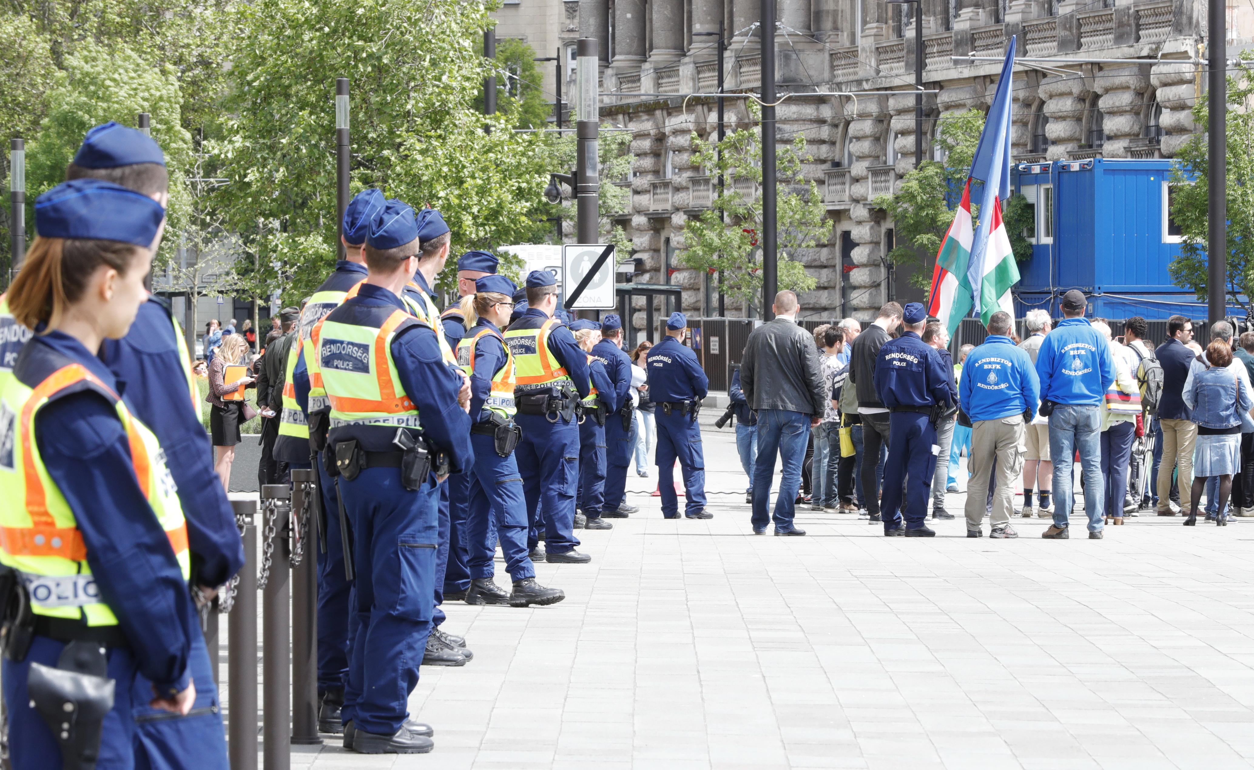 Tüntetés: Óriási Tüntetés Lesz Budapesten, Lezárják A Fél Várost
