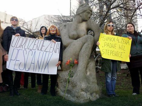 """Sa jednog od protesta protiv nasilja u porodici:Udruženje žena """"Peščanik"""""""