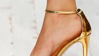 Metaliczne sandały na szpilce