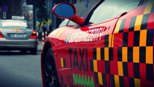 Pierwsze w Polsce Taxi Ferrari | Galeria zdjęć