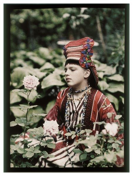 Primrose: Russian Colour Photography - Piotr Vedenisov, Vera Kozakov - 1914 - Collection of Moscow House of Photography Museum