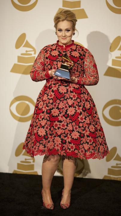 Nosisz rozmiar XL? Oto sukienka dla ciebie! Anne Hathaway