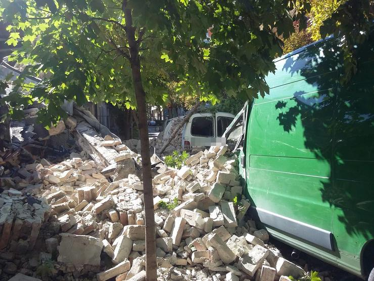 Leomlott fal a Tüzér utcában / Fotó: Blikk