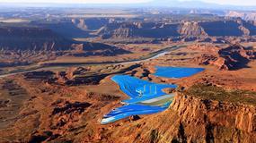 Błękitne baseny pośrodku surowej pustyni – niesamowity widok!