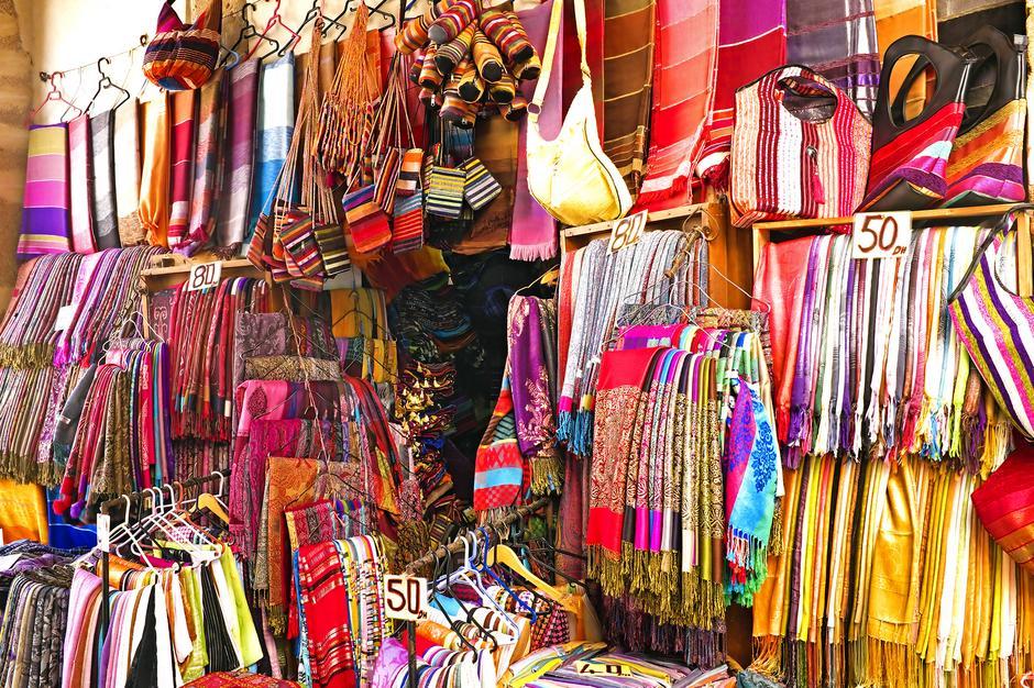 Dywany, chusty, materiały