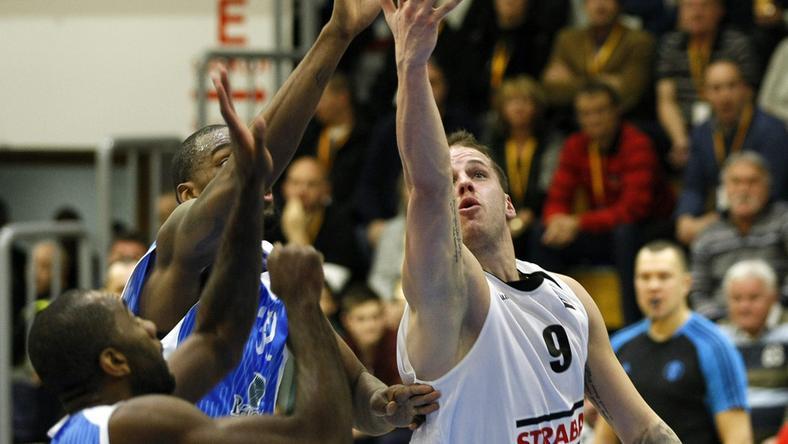 Vojvoda Dávid (fehérben) volt a Szolnok legeredményesebb játékosa / Fotó: MTI-Bugány János