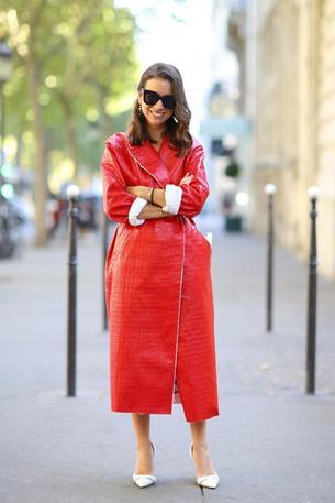 Czerwone płaszcze na jesień