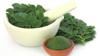 10 powodów, dla których warto jeść liście moringa