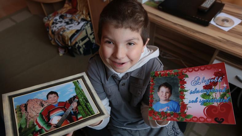 Édesanyja töretlenül hisz abban, hogy a kisfiú visszanyeri látását / Fotó: Gy. Balázs Béla