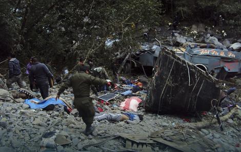 Tragedija u Boliviji: Poginulo 16, povređena 32 učenika kad je autobus sleteo...