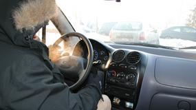 Jak zimą ubrać się do jazdy autem?