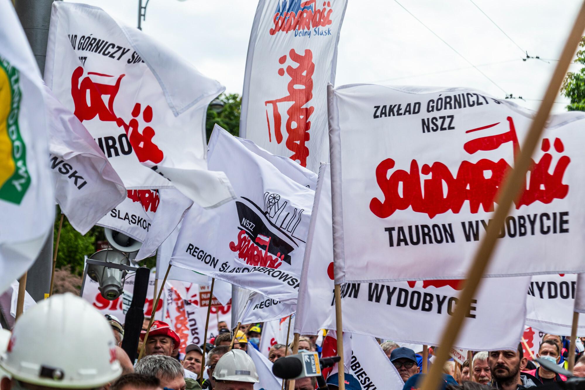 Związkowcy - manifestacja w Warszawie w środę 9 czerwca