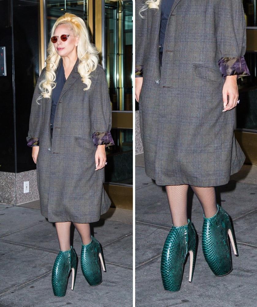 Lady Gaga w butach projektu Alexandra McQueena