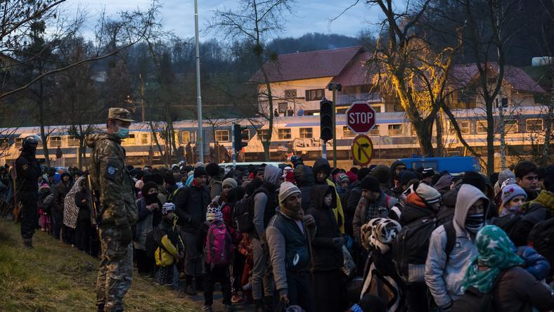 Nem csökken a migránsok áradata, a hideg tél ellenére is tízezrek kelnek útra/Fotó: AFP