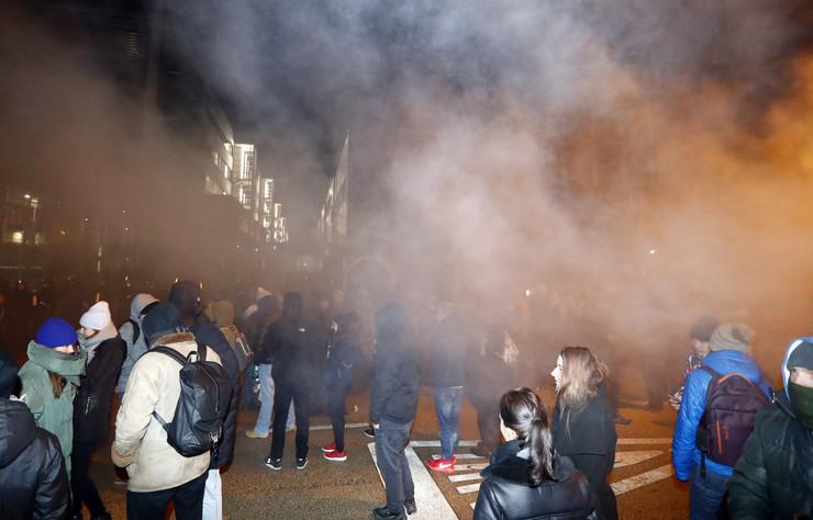 Vasárnapi tüntetés: a hatóságok könnygázt vetettek be