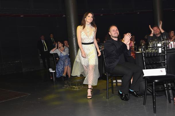 Best Look: Felicity Jones w sukience Oliviera Theyskensa