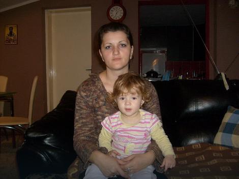 Izletela sam iz čekaonice sa detetom u naručju: Milijana Vejin sa ćerkom Elenom