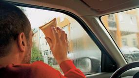 Jak usunąć z auta wilgoć?