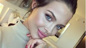 Mówią że wygląda jak Angelina Jolie. Nam bardziej przypomina Natalię Siwiec
