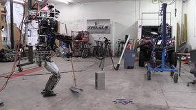 Robot ATLAS zmieniony w sprzątaczkę