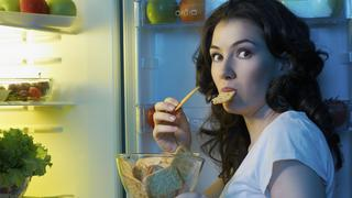 Sprytne sposoby, które pomogą ci nie objadać się wieczorem