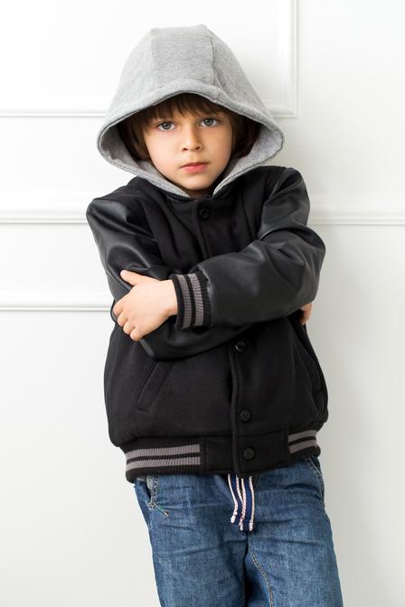 Borzasztó baleset: saját kapucnija fojtotta meg a 4 éves kisfiút