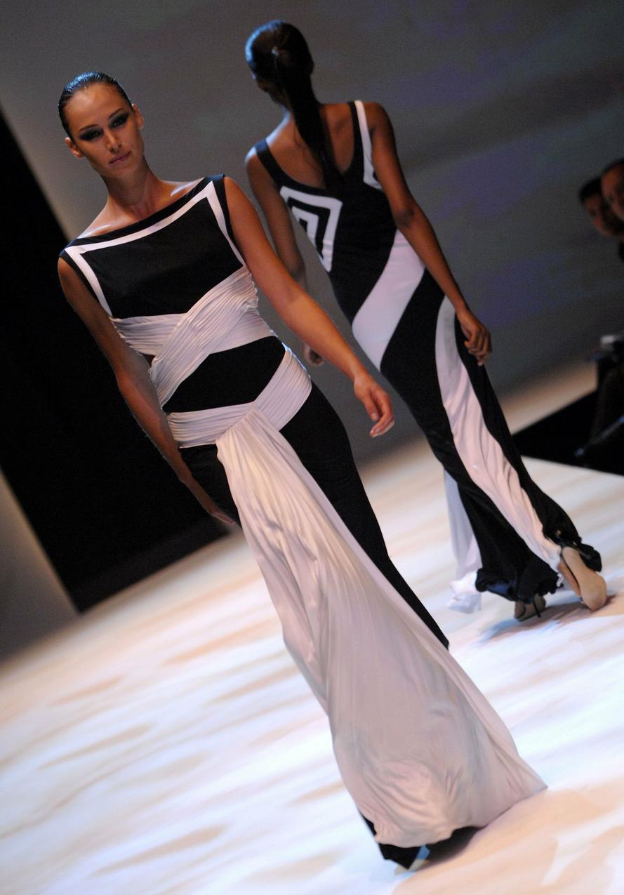 Kolekcja Estabana Cortazara na sezon wiosna – lato 2007 / Getty Images