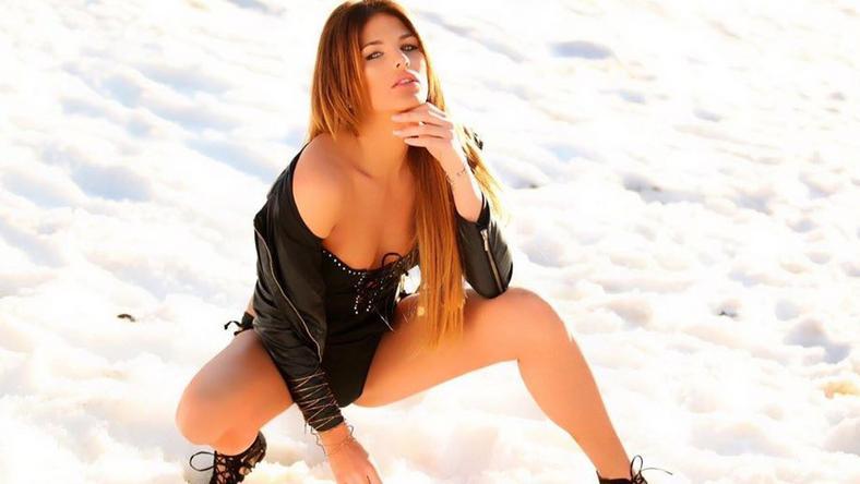 A verseny előtt még hóban is fotózták Laurát – a hideg miatt nem ez volt a kedvenc időtöltése