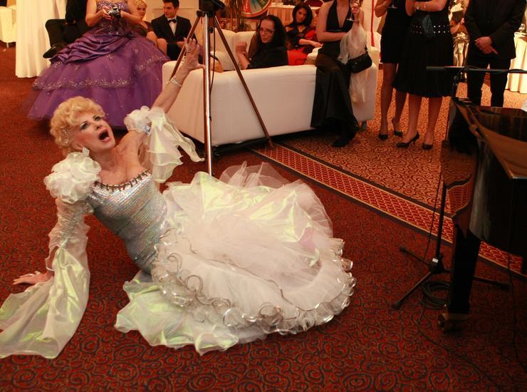 Medveczky Ilona 2012-ben a New York, New York című számra táncra perdült, de elvesztette egyensúlyát forgás közben, és elterült a földön / Fotó: RAS-archív