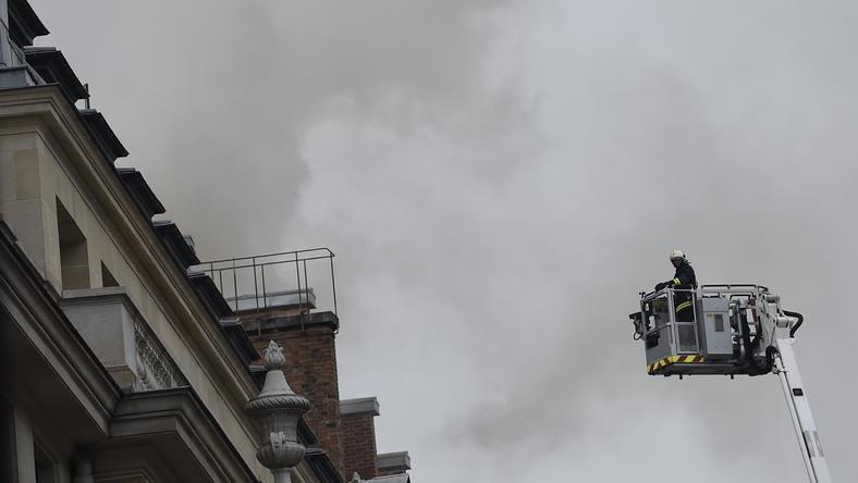 Kigyulladt a párizsi Ritz / Fotó: AFP