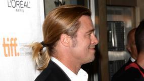 Brad Pitt w długich blond włosach